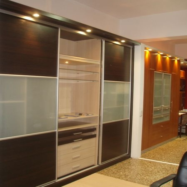 Placard puertas corredizas de aluminio amoblamientos for Puertas de aluminio para cuartos