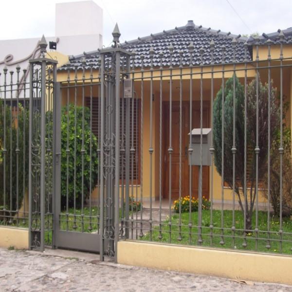 Modelos de rejas para frente de casas mantenimiento for Muebles casa y jardin
