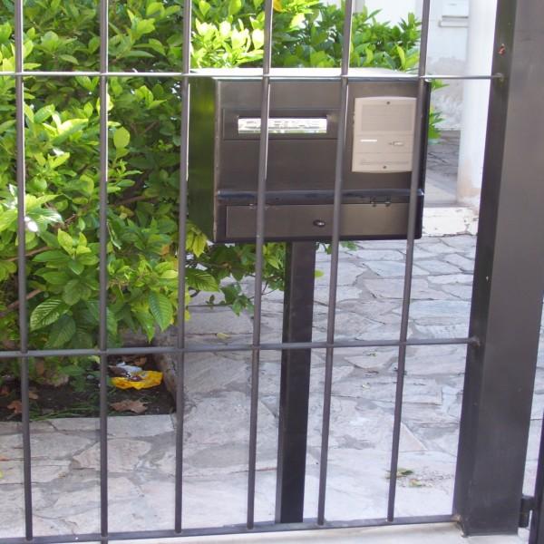 Rejas frente con buzon seguridad portal de compras de for Casa hogar jardin