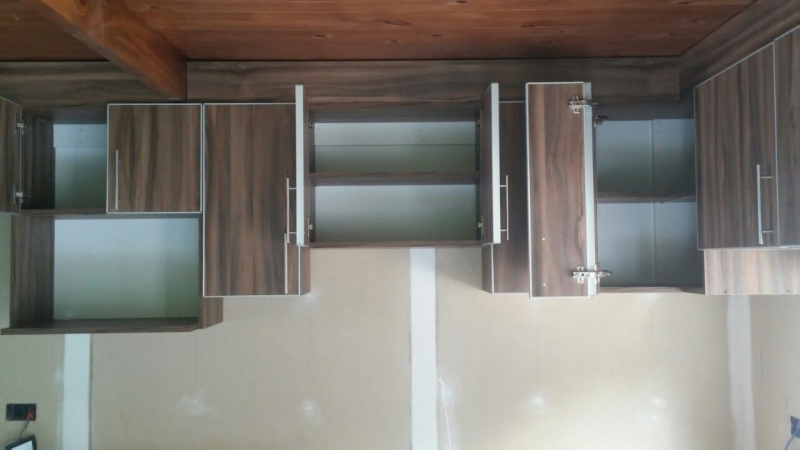 Cocina con canto de aluminio y barral amoblarte fabrica for Cocinas modernas uruguay